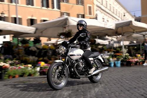 Moto Guzzi V7 Classic 2