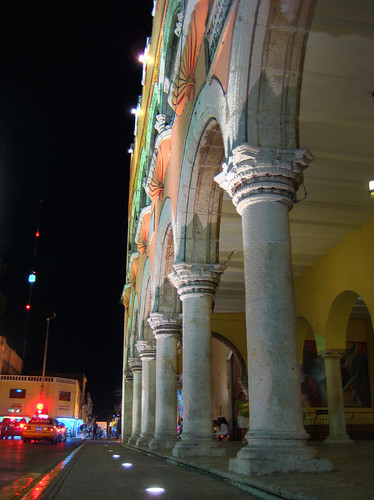 Merida: catedral (outsider)
