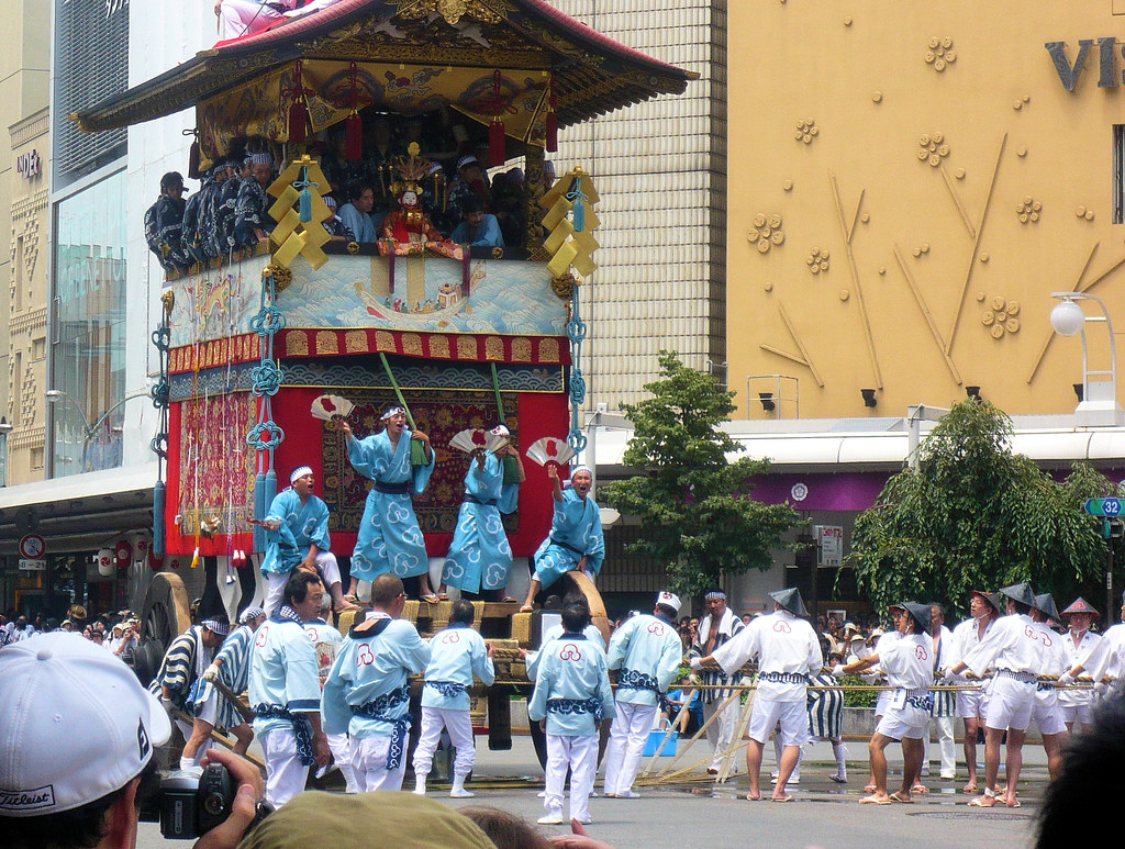Gion Matsuri parade - Hoko float turning