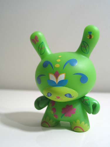 Dunny series 5 - Sneaky Raccoon