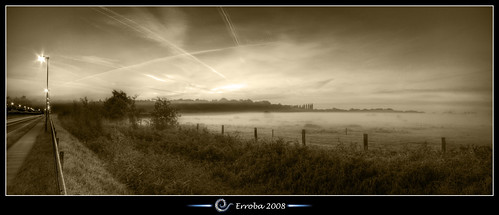 road bw autostitch panorama mist monochrome grass sepia photoshop sunrise canon fence rebel lights stitch belgium belgique pano tripod belgië sigma tips het fields remote 1020mm erlend hdr mechelen cs3 broek 3xp photomatix tonemapped tonemapping xti 400d erroba robaye erlendrobaye