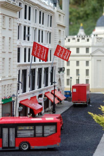 hamleys positioning Actionnaire de référence du groupe ludendo, un des leaders européens dans la distribution spécialisée de jeux et jouets, nixen réinvestit significativement à l'occasion de l'acquisition stratégique de hamleys pour accélérer la.