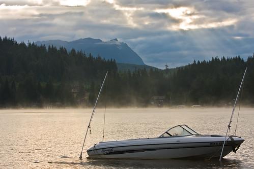 sun clouds sunrise canon boat washington rays lightroom uwa ultrawideangle 1022mm3545 lakecavanaugh 40d travislawton travislawtonphotography
