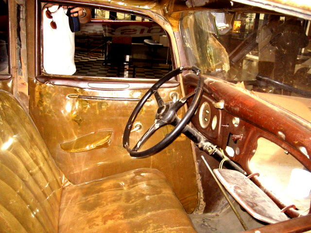 bonnie and clyde 1934 ford fordor deluxe sedan 39 the death car 39 167 bullets flickr photo sharing