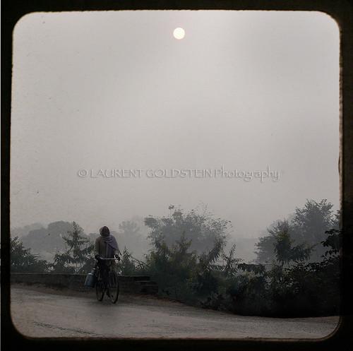 winter people india mist man mystery clouds sunrise poem dream soul imagination contrejour bihar भारत indiasong