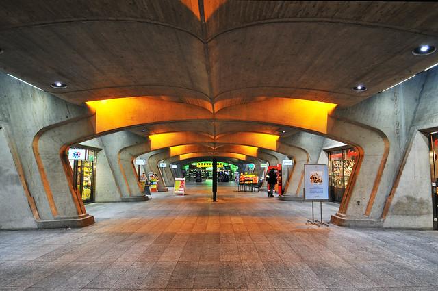 Estación de tren Stadelhofen, Zúrich, Suiza.