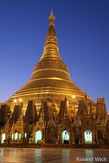 Yangon - Shwedagon Pagoda at dawn