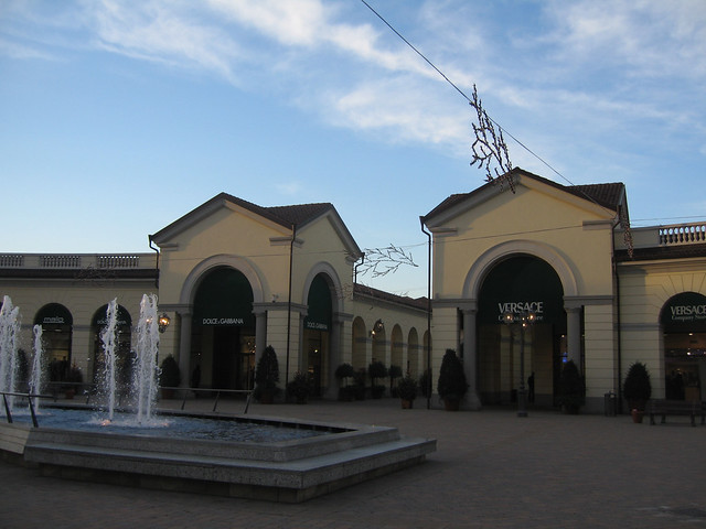 Serravalle designer outlet flickr photo sharing for Serravalle designer outlet