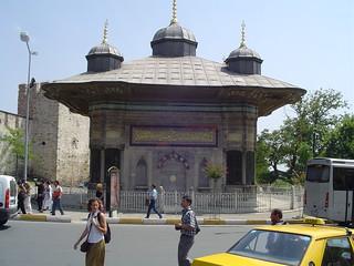 תמונה של Fountain of Ahmed III ליד Eminönü. fountain turkey istanbul topkapi sultanahmediii