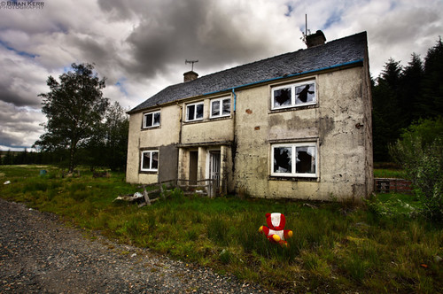 water canon landscape scotland ruins dam teddybear scottishborders southernuplandway southlanarkshire eos5dmkii staffhouses daerreservoice willsomebodyplaywithme