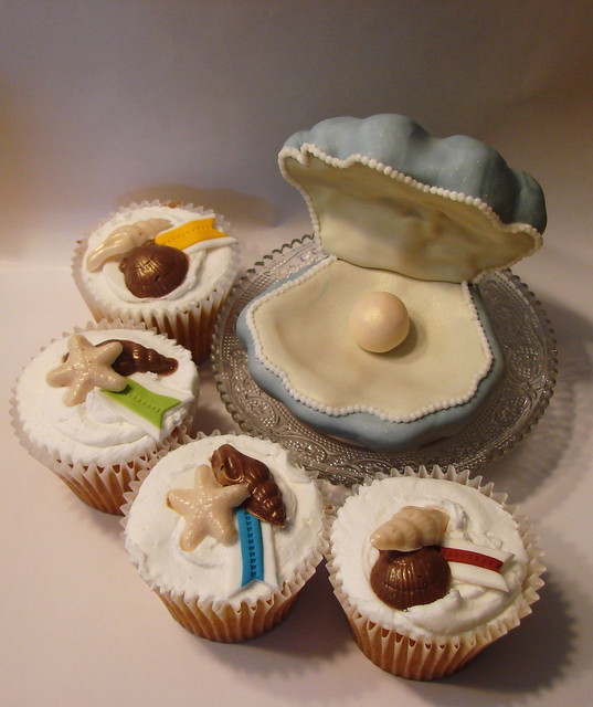 Oyster cakelet with cupcakes