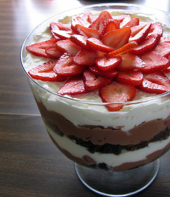 chocolate strawberry trifle | with baileys chocolate mousse ...