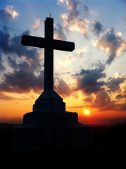 Sun rise cross, Holy Cross at Sunrise —Sean MacEntee (Flickr.com)