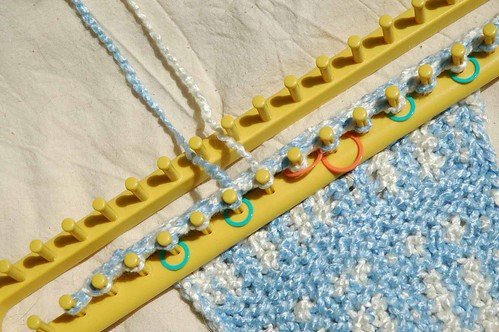 Rectangular Loom Knitting Patterns For Beginners : Loom knitted blanket wonder how to auto design tech