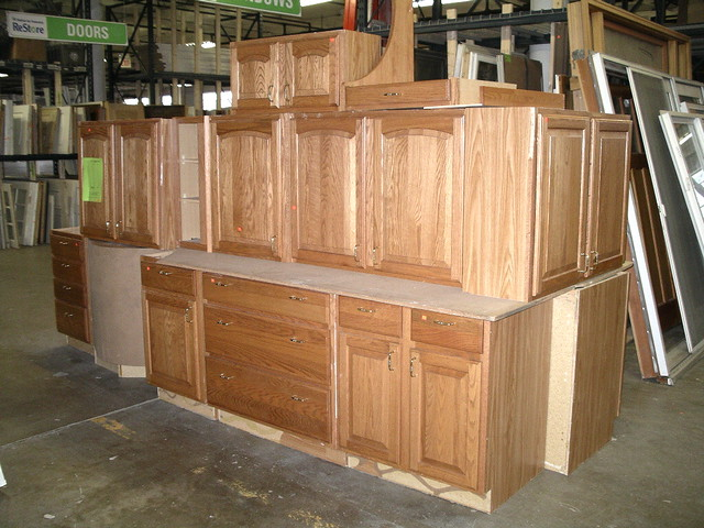 Used oak kitchen cabinet set 1500 flickr photo sharing for Kitchen cabinet sets