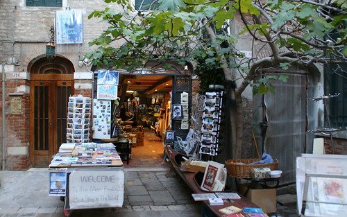 Alta Acqua Libreria Entrance