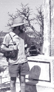 Archaeologist Merrick Posnansky at the Fadiouth shell-island cemetery, Sénégal (West Africa) 1967