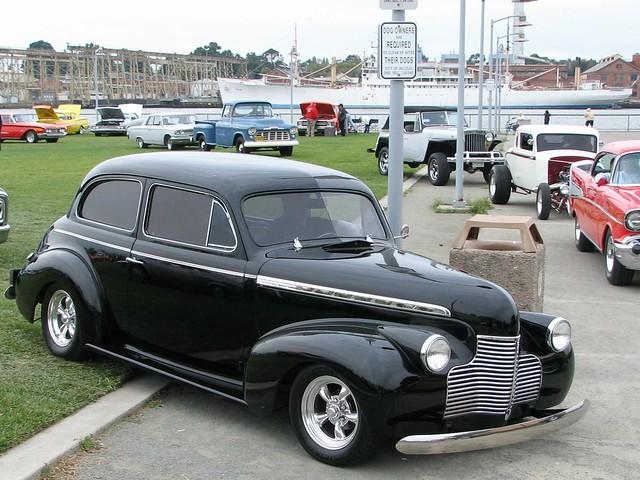 1940 chevrolet special deluxe 2 door sedan custom 036 pgo 3