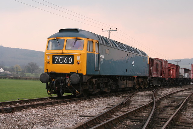 47 105 arrives at Toddington by 372Paul