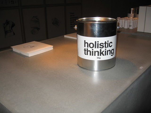 how to develop holistic thinking