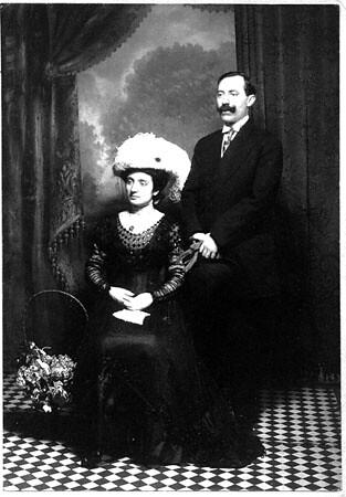 wedding photo of Mary D'Ippolito and Joe Battaglia