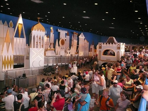 Disney World queue picture by Flickr user mrkathika