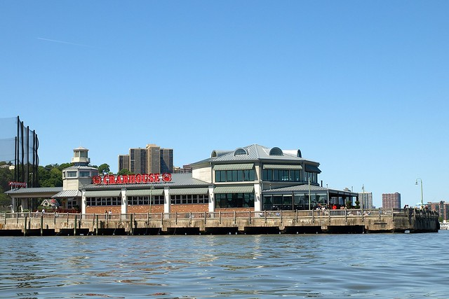 The crab house seafood restaurant on the hudson river for The edgewater house