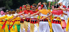 carnival(0.0), sports(0.0), samba(0.0), musical theatre(0.0), cheering(0.0), festival(1.0), event(1.0), performing arts(1.0), folk dance(1.0), dance(1.0),