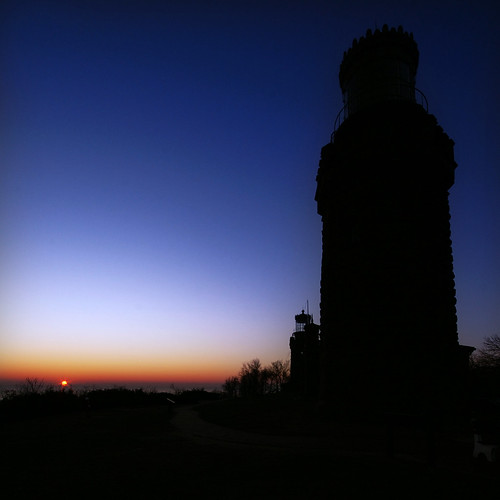 blue light red orange usa lighthouse silhouette night sunrise landscape newjersey highlands nj atlantic 7d dynax sonnenaufgang leuchtturm pictureperfect maxxum konicaminolta navesink blueribbonwinner v1000 sigma1020 supershot konicaminoltadynax7d mywinners navesinktwinlights anadelmann f5099 wbnawmanj