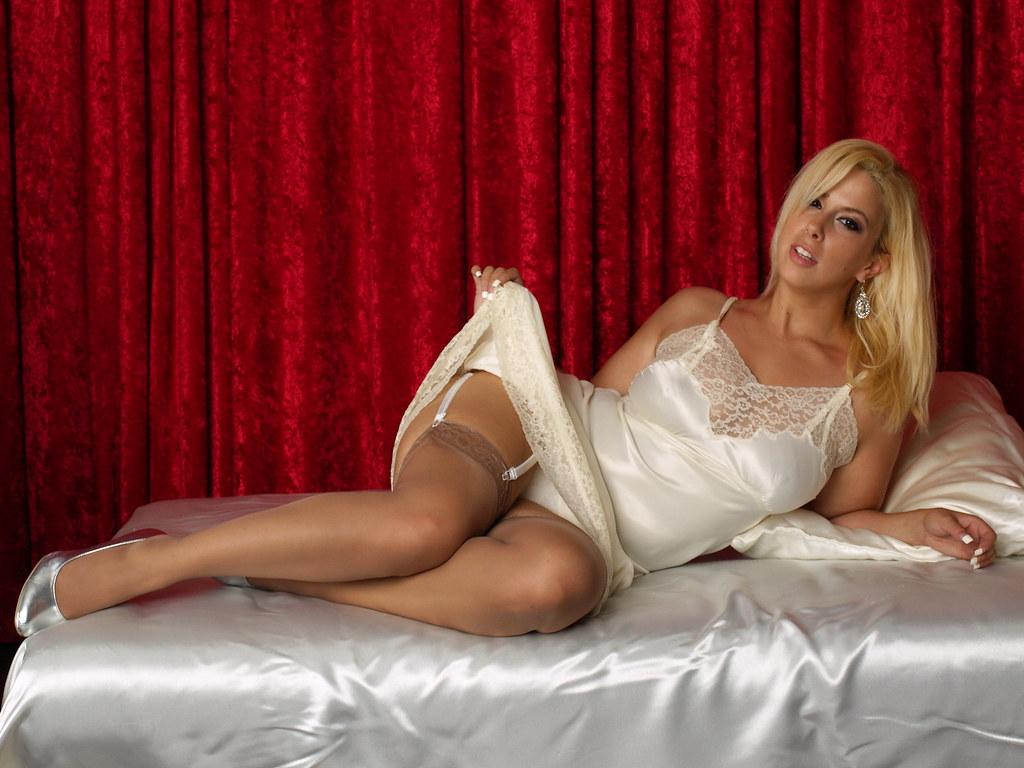 Anya mpl nude on all four