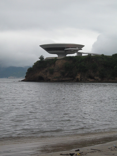 "Niterói (RdJ), Oscar Niemeyer, MAC - <a href=""http://www.flickriver.com/photos/paolo_savonuzzi/2889855082/"">on black</a>"