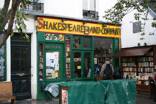 Shakespeare and Company (source: adam.declercq)