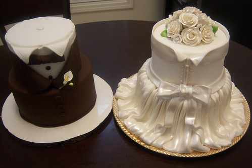 Bride and groom wedding cake  by minkstink