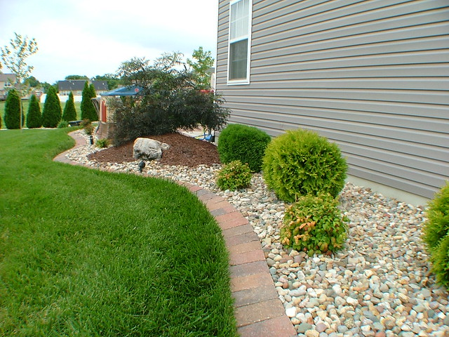 Landscaping landscaping ideas along side of house for House landscaping ideas