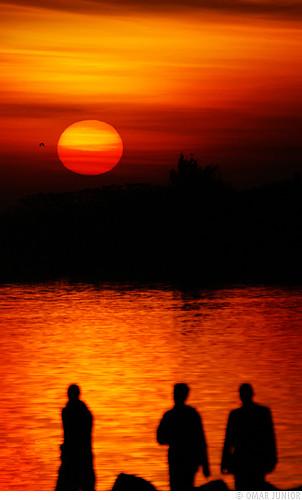 sunset pordosol red orange sun color sol colors rio yellow cores geotagged lago pessoas agua do pentax d colorfull no laranja portoalegre vermelho amarelo porto junior alegre omar ist por pentaxistd usina quente gasometro silhueta gasômetro geo:lat=30035727 geo:lon=51241897