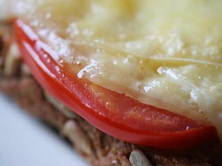 Boterham met kaas en tomaat