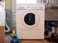 room(1.0), laundry room(1.0), clothes dryer(1.0), major appliance(1.0), washing machine(1.0), laundry(1.0),