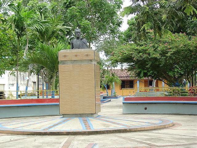 plaza bolivar de puerto de nutrias