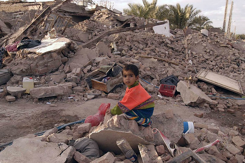 The city of Bam on the evening of 13 January 2004, some two weeks after the devastating earthquake that destroyed large parts of the city and killed ten thousands of inhabitants. © UNICEF Iran, Shehzad Noorani. Published under license CC BY-ND 2.0.