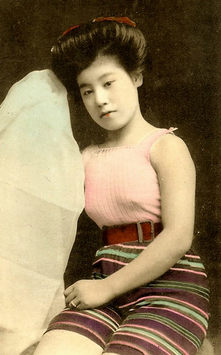 JAPANESE SWIMSUIT GIRLS - Meiji Era Bathing Beauties of Old Japan (3)