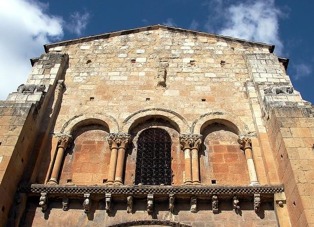 12 LEÓN. Real Colegiata de San Isidoro fachada Sur portada del Descendimiento 050227 06