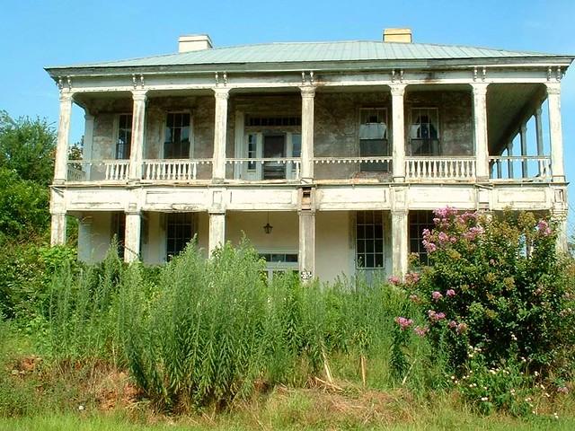 Abandoned antebellum house in Cuthbert, Georgia