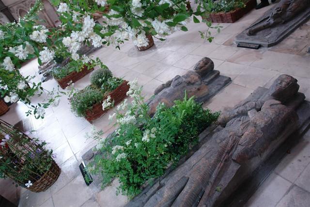 Las efigies de los caballeros templarios son el símbolo de la protección de todos aquellos viajeros que desde aquí partían hacia tierra santa La iglesia del Temple de Londres y sus historia de Templarios - 2964271522 6a38a8030e z - La iglesia del Temple de Londres y sus historia de Templarios
