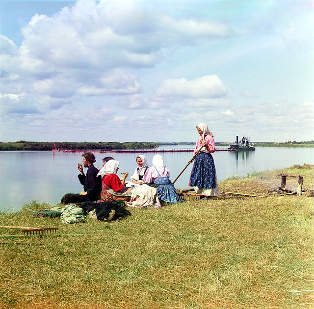 Lunch on the mowing, 1909
