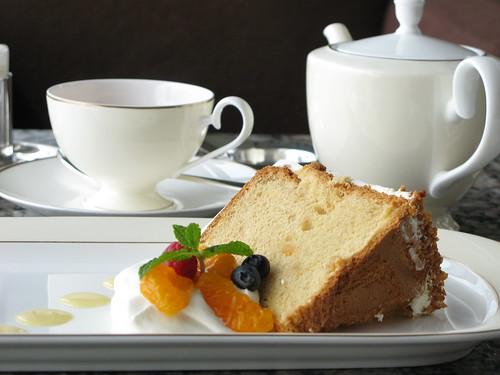 ピークラウンジのケーキと紅茶