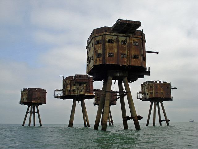 Shivering Sands sea forts / diamond geezer