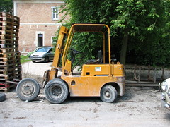 vehicle(1.0), light commercial vehicle(1.0), forklift truck(1.0),