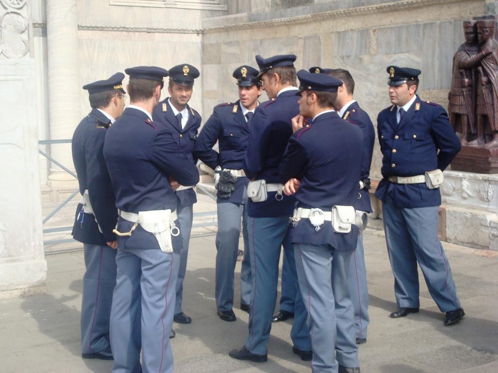 Nessuna arma per difesa personale al poliziotto
