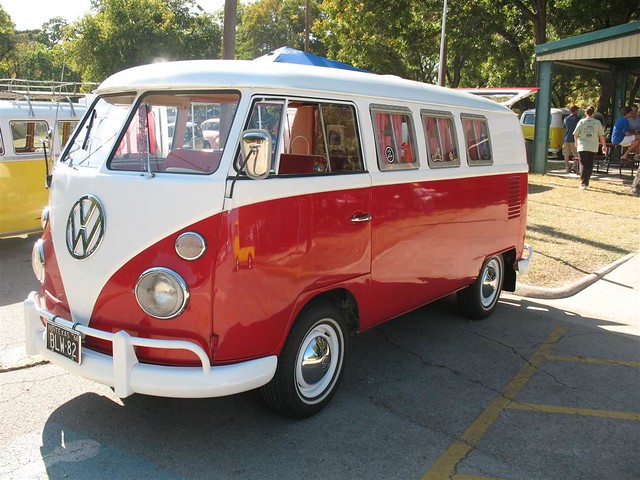 red and white vw bus 11 window kombi in fort worth tx driver side front view flickr photo. Black Bedroom Furniture Sets. Home Design Ideas