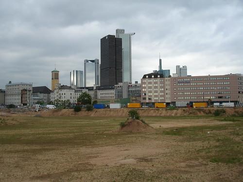 Brache Fläche im Europaviertel. Juni 2006.